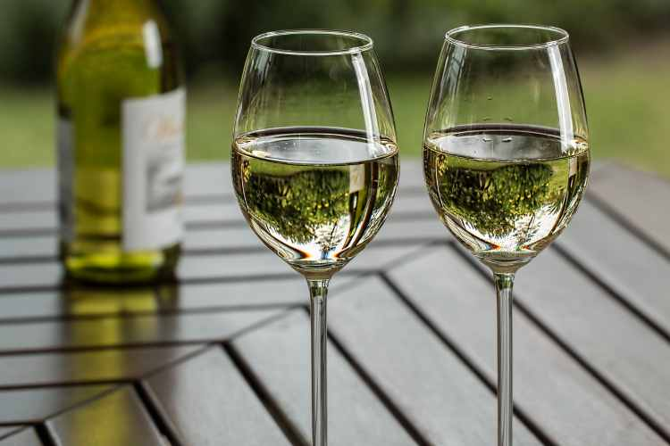 copas de vino blanco y tinto