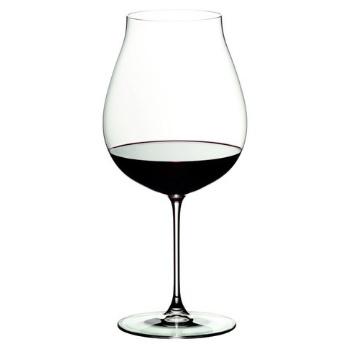 Copas de vino tinto Pinot Noir