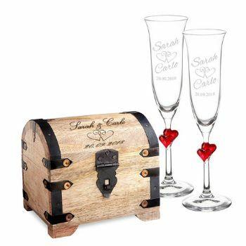 copa para novios con un cofre de madera