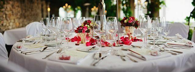 copas de novios en la mesa de boda